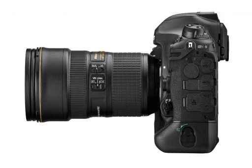 Nikon D6 Seitenansicht mit 24-70mm