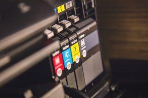 Tintenpatronen in einem Druckerkauf